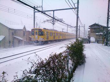 雪の中の9000系.jpg